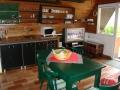 Kuchyně je standardně vybavena
